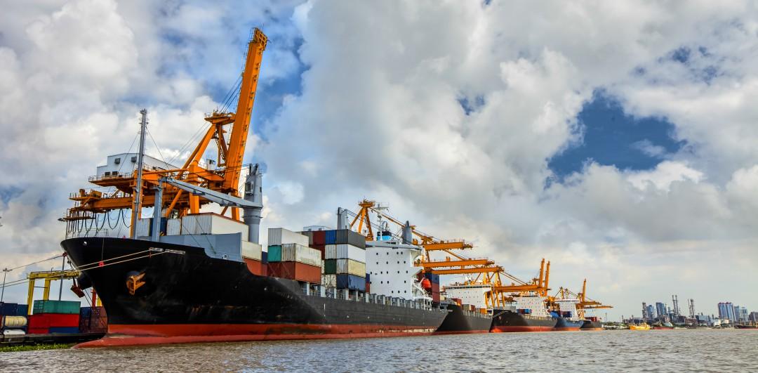 E-PORTS: MANAGEMENT AND OPTIMIZATION OF SHIP/SHOREINTERFACE